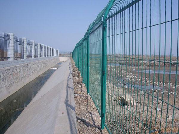 公路护栏网怎样安装
