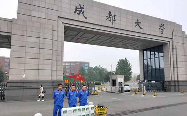 四川成都大学的地面防滑处理