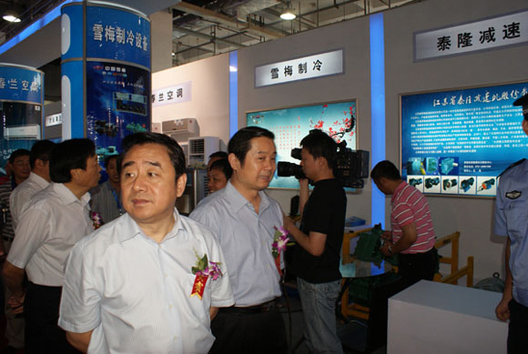 Governor Shi visited the exhibition booth to add glory to Xuemei brand