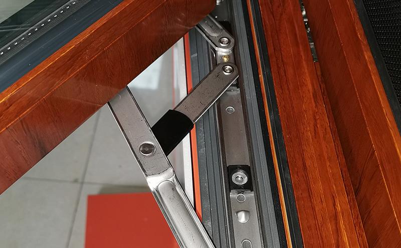 德阳门窗厂家详解:角码与组角工艺在无缝焊接门窗中的重要性