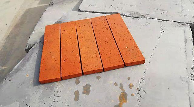 仿古青砖粘有污渍如何处理