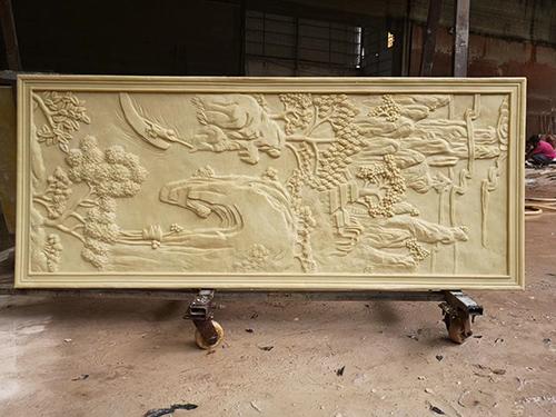 砂岩浮雕的泥塑制作层级和合理布局是如何的?