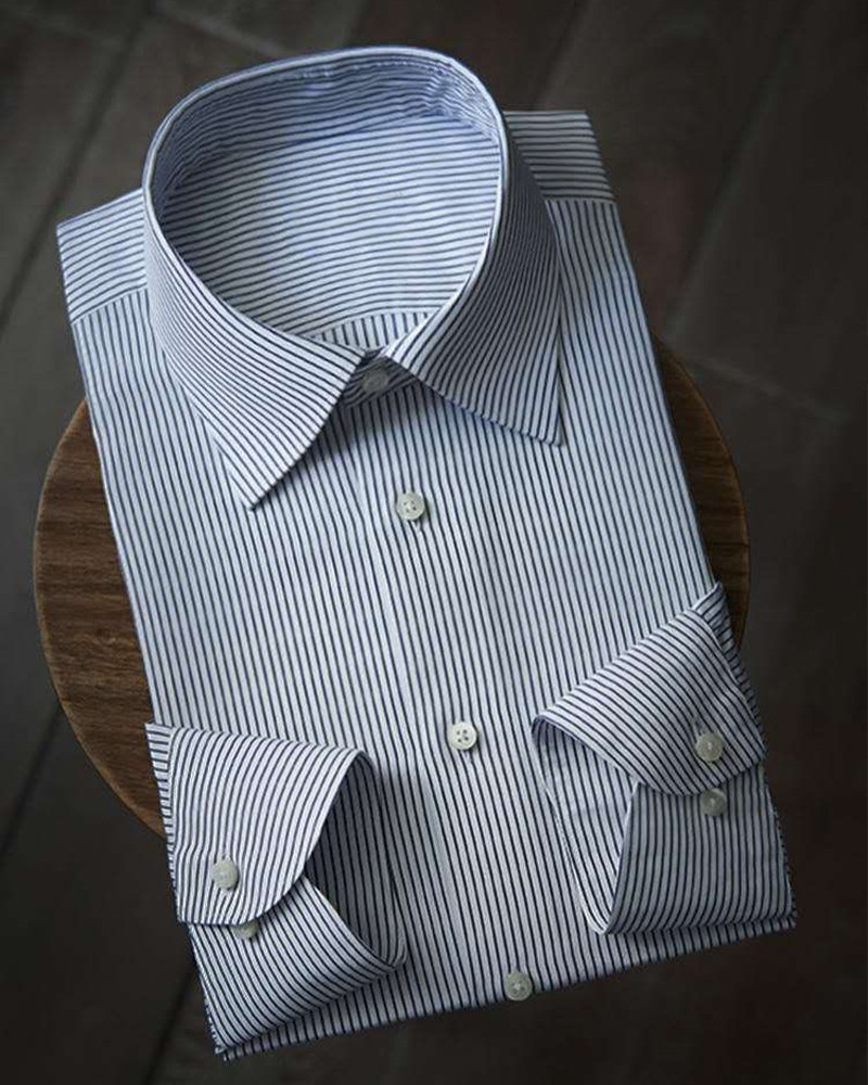 蓝白细条纹衬衫