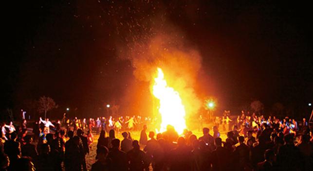 红河漂流篝火晚会