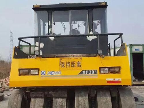 胶轮压路机