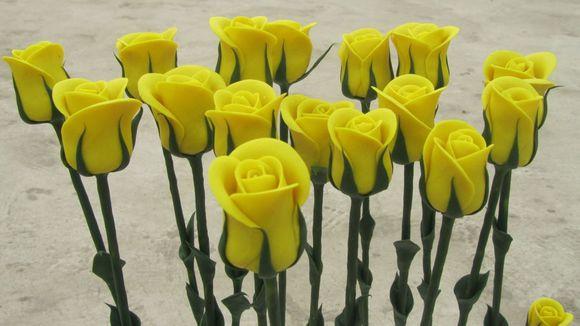 手工黄玫瑰