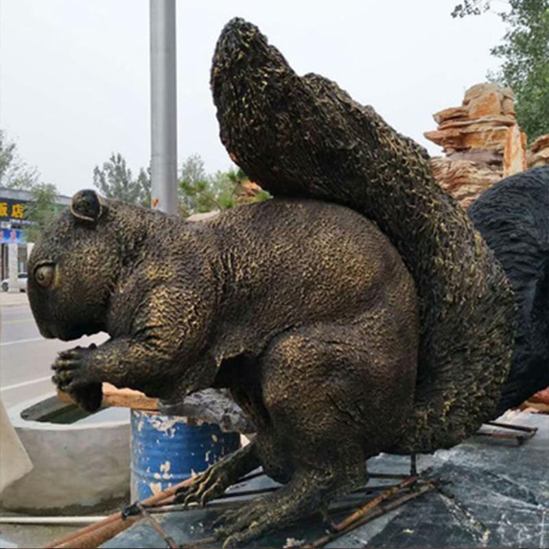 在选择雕塑设计公司时的要点及粘土模在雕塑中的重要性