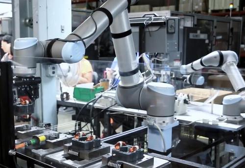 优傲机器人和传统工业机器人的区别有哪些优势和劣势
