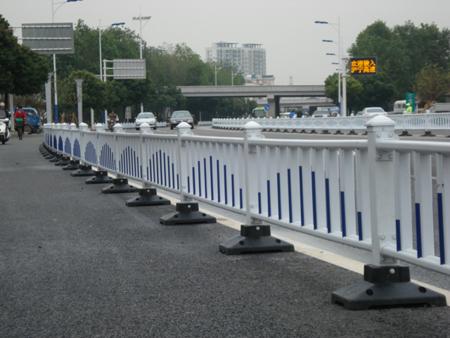 新型道路护栏关于城市展开的作用