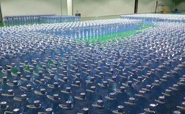 青岛大桶水配送厂家给您分析水对人体的作用与功能