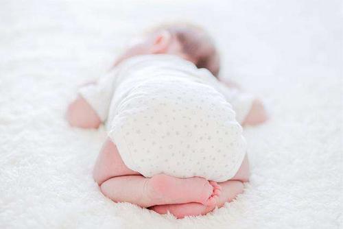 包头信达家政教你给宝宝喂药时的方法