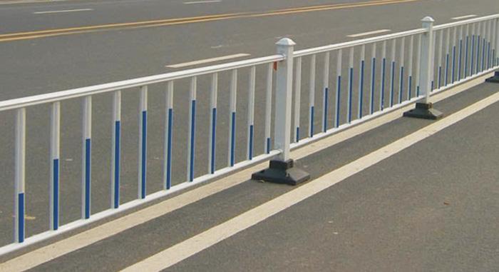 马路中间隔离护栏叫什么