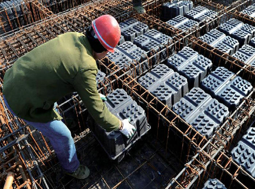 混凝土浇筑成的模壳和支架