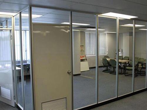 办公玻璃隔断具有哪些功能特点