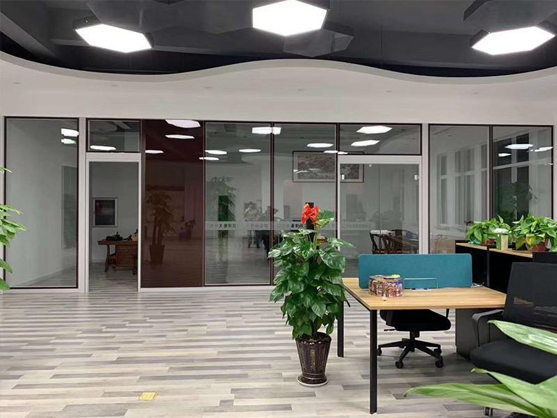 辦公室玻璃隔斷裝修