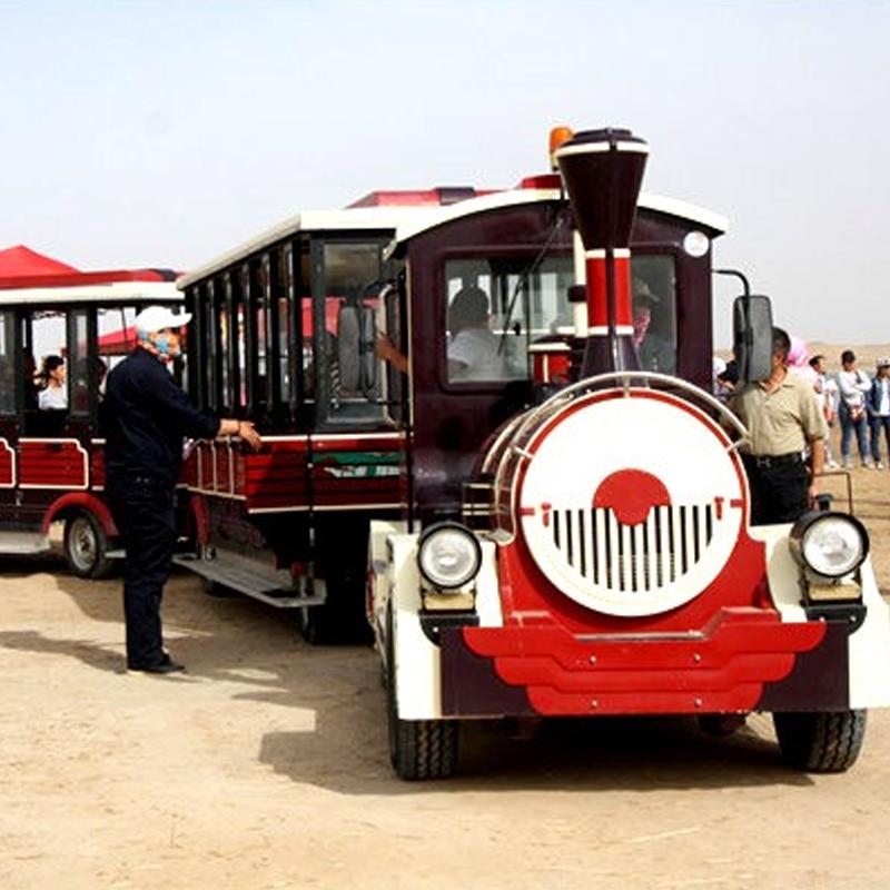 沙漠观光小火车