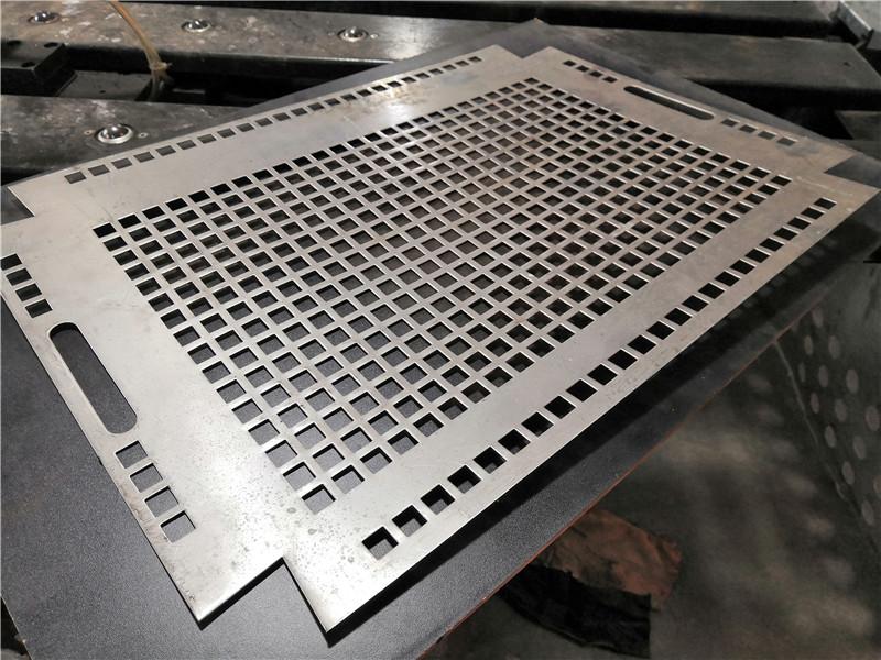 你知道铝板冲孔网变黑的原因吗