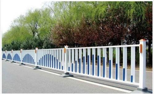 道路中间隔离护栏的特征