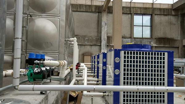 铜陵市橙子国际酒店40吨太阳能+真心超低温空气能热水工程施工中