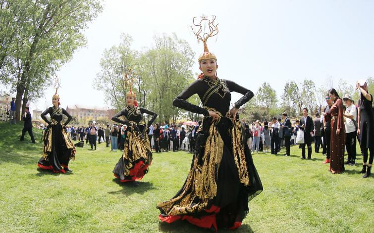 中国走秀——内蒙古民族服饰