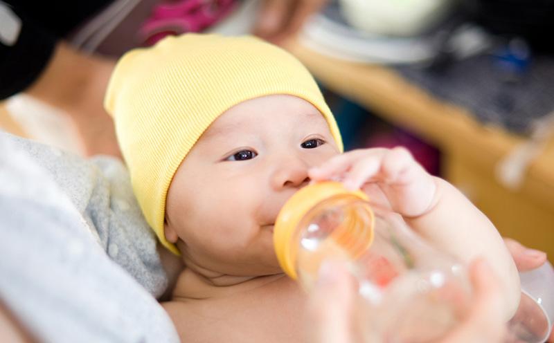 初乳能喂宝宝吗