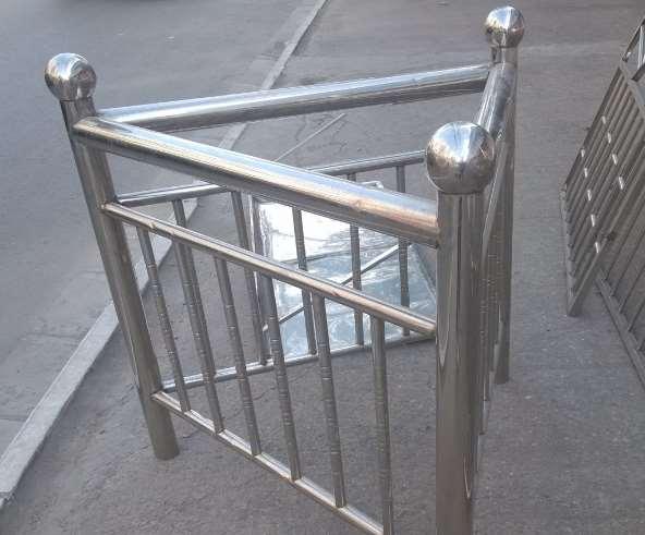 选择一个正规可靠的不锈钢栏杆厂家很重要