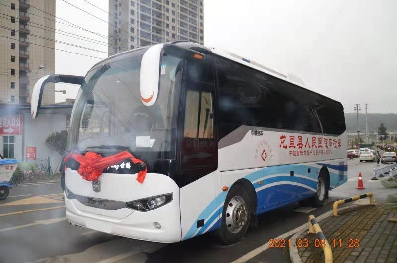 贵州省中施援科技有限公司向龙里县人民医院捐赠移动体检车并举行交接仪式