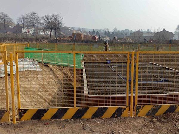 看看基坑护栏网的整体喷塑技艺