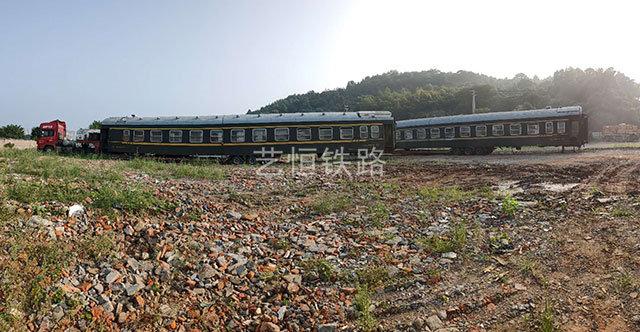25型绿皮火车厢
