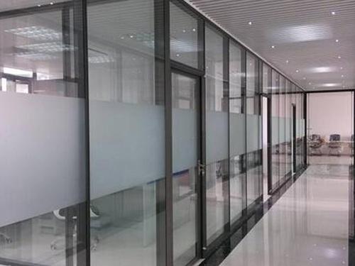 办公玻璃隔断公司简要介绍了如何设计高隔断?