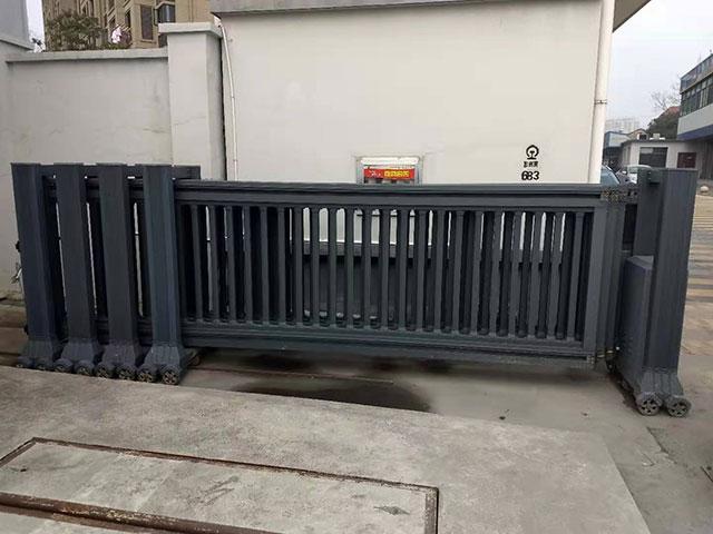 绩溪货运站铝艺段滑门