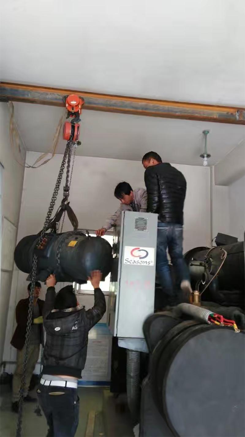 商用中央空调压缩机拆卸现场