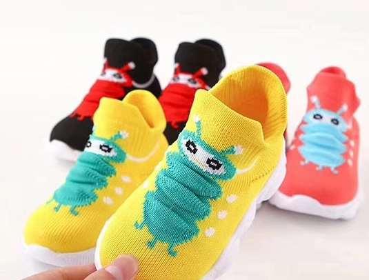 选购儿童袜鞋时要注意哪些