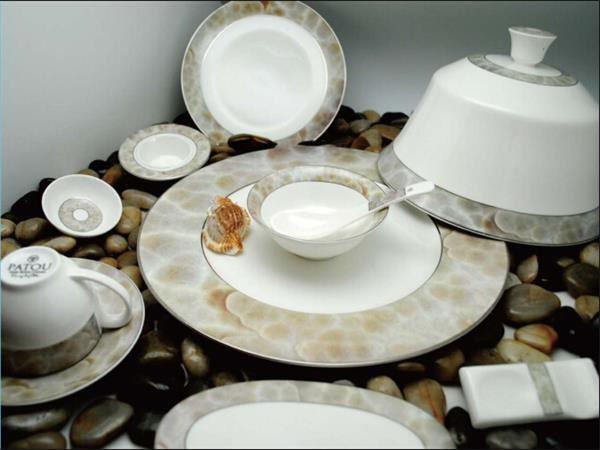 高档骨质瓷摆台