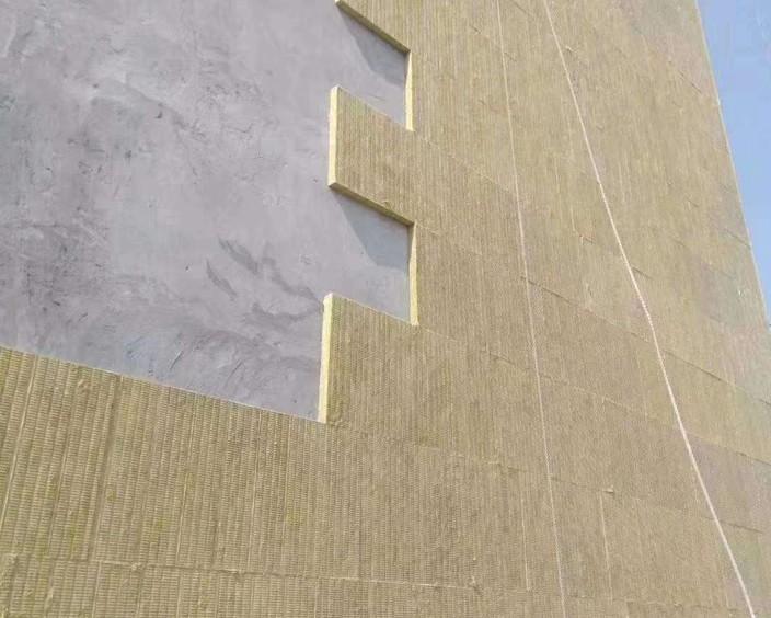 岩棉板的防潮能力相当