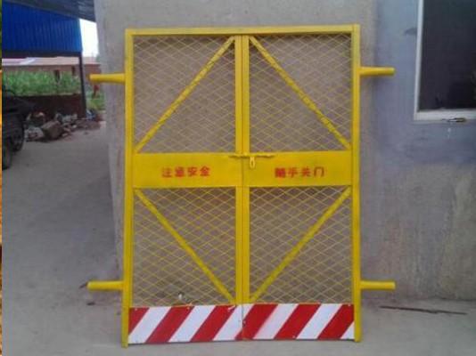 施工电梯防护门有哪些便利