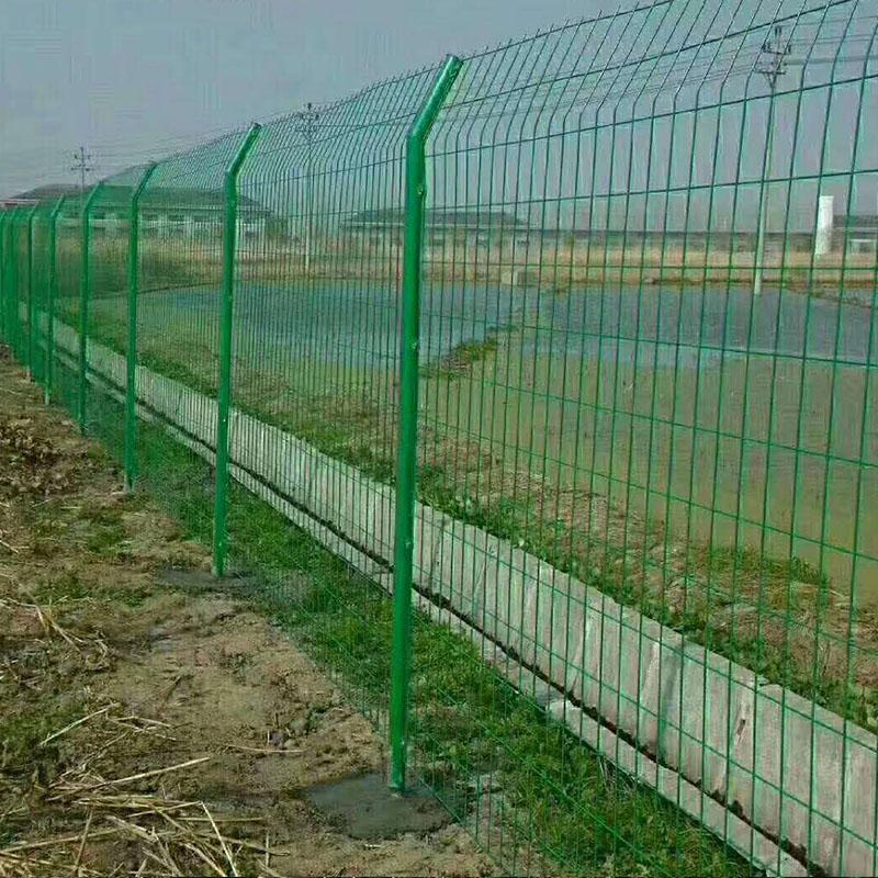 桃型柱护栏网与普通护栏网的区别