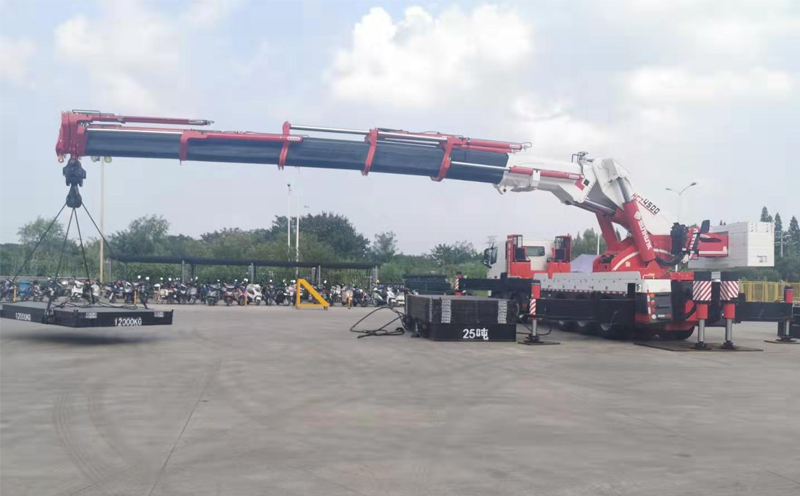 乐山吊车租赁为您介绍折臂吊的工作原理和作用