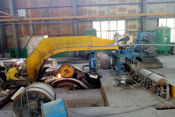 Four-wheel horizontal casting machine