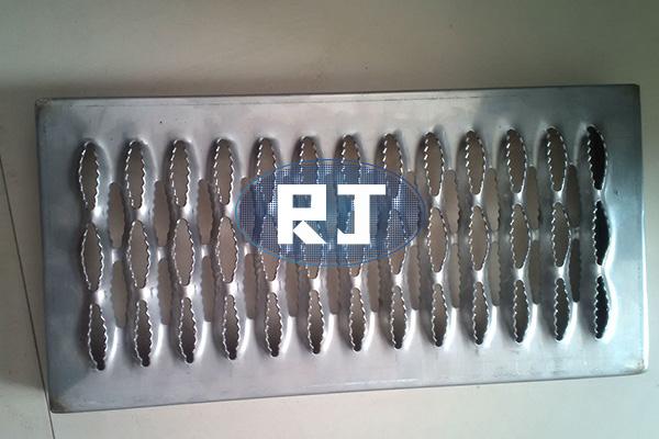 你知道剪切力度对不锈钢冲孔网板有什么影响吗