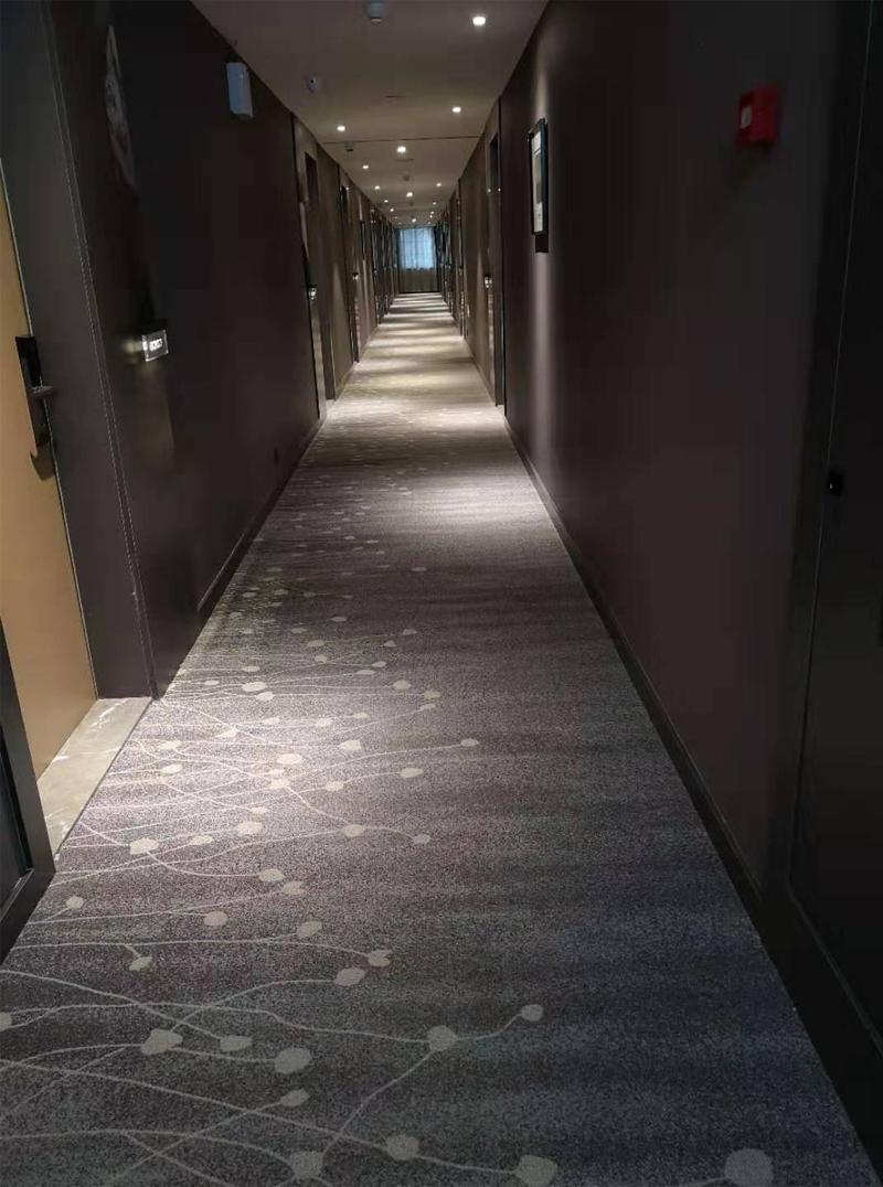 亚朵酒店地毯铺设