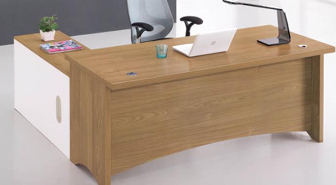 长条形办公桌