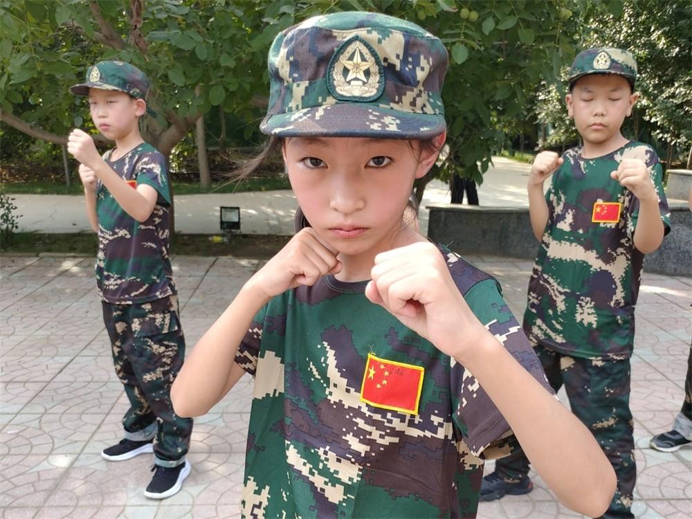 儿童军事夏令营军体拳训练