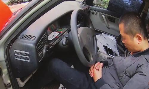 教练喝醉移完车居然在车上睡着了,一觉醒来扣了驾照丢了工作:后悔的要死