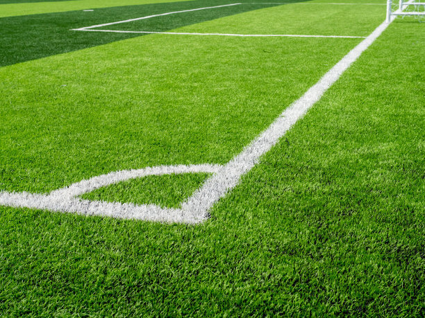 高尔夫练习场应用人工草坪有什么优点?