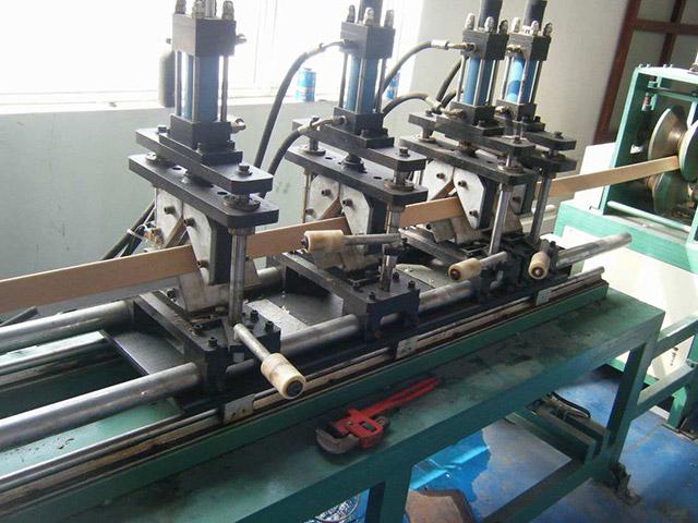 紙護角加工生產線