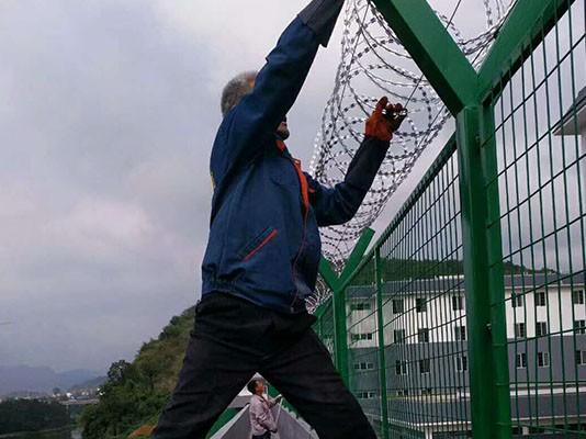 滚动刀片护栏