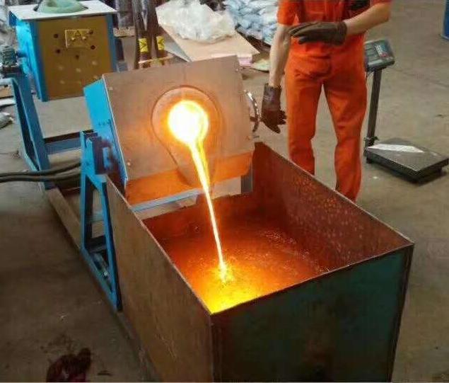 翻转式铝壳熔铁炉