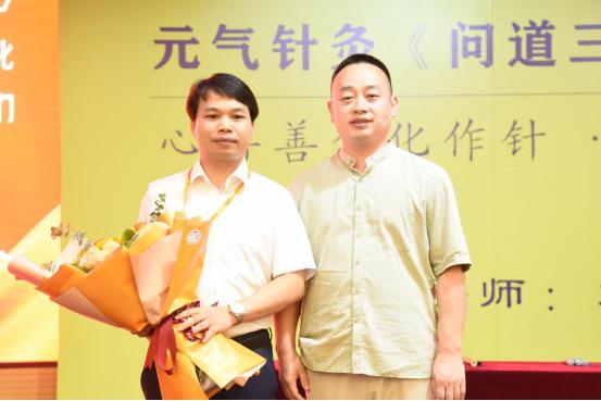 广东黄权广医生:中风8个月患者,经中医针灸,现在可以站起来走路!