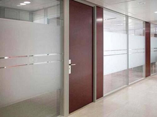 办公玻璃隔断是不是越厚越坚固